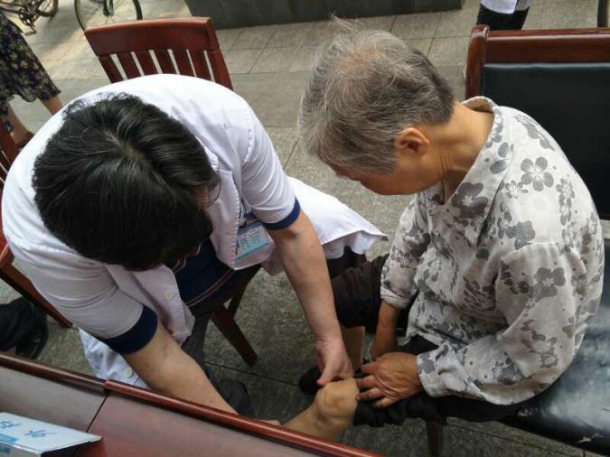 嗨爆六月,爱心无限 -----昆山虹桥医院仲夏系列义诊活动